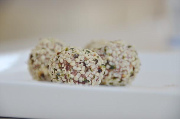 Cashew och tranbärsbollar2